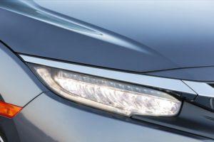 Les ampoules halogènes sont un choix très populaire dans le secteur de l'automobile, et il existe toute une gamme de ces types d'ampoules, y compris les ampoules H11. La meilleure ampoule H11 pour phares de voiture est largement disponible à un prix raisonnable. Outre les ampoules halogènes, les ampoules à LED constituent une autre option pour les phares. Il est conseillé de remplacer les phares de votre voiture toutes les quelques années car leur rendement a tendance à diminuer de manière significative sur une courte période. Garder vos phares en parfait état fait partie intégrante des mesures de maintenance de votre voiture. Lors de la sélection des phares, vous trouverez peut-être utile de prendre en compte les points suivants avant de finaliser votre choix.